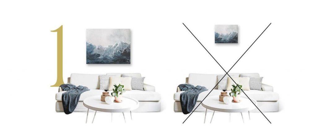 kis méretű kép és nagy méretű kép elhelyezése kanapé felett